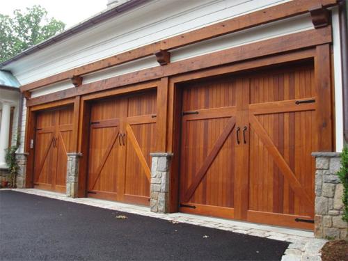 Какие гаражные ворота выбрать?