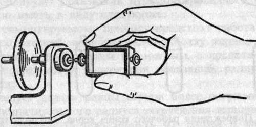 Снятие подвижной части с подпятников в приборах с наружными кернами
