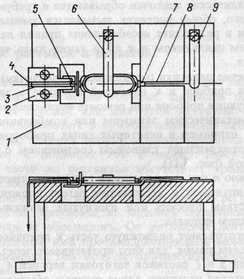 Припайка растяжек гальванометрических приборов с помощью приспособления