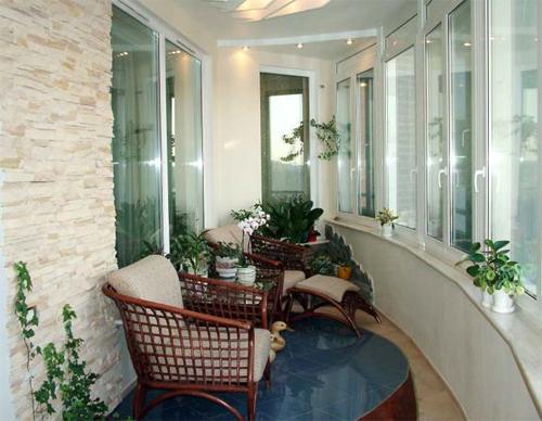 Выбираем материал для внутренней отделки балкона