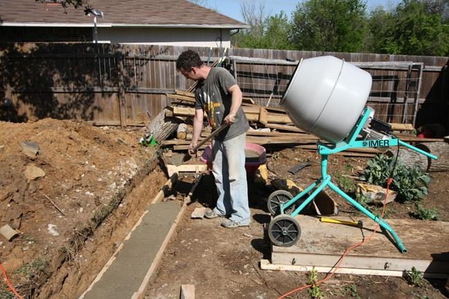 Учимся правильно заливать фундамент под дом