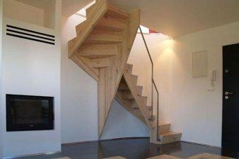 Маршевые лестницы на центральном косоуре и их особенности