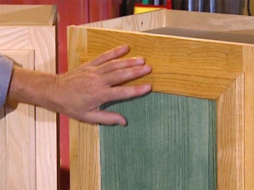 Окраска деревянных кухонных шкафов