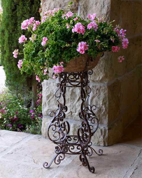 Кованная подставка для цветов