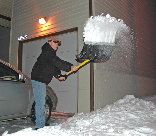 Cнегоуборочная лопата