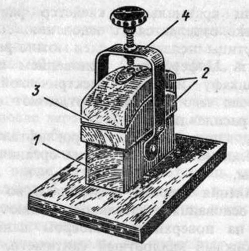 Пресс для наклейки циферблатов на основания