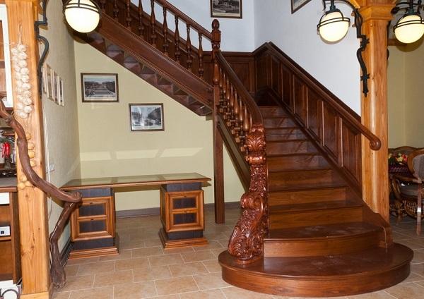 Креативно организовываем пространство под лестницей