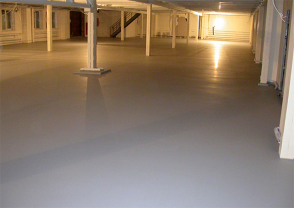 Резиновая краска отлично подходит для финального покрытия бетонного пола...