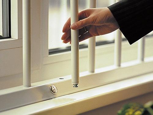 Как установить съемные решетки на окна
