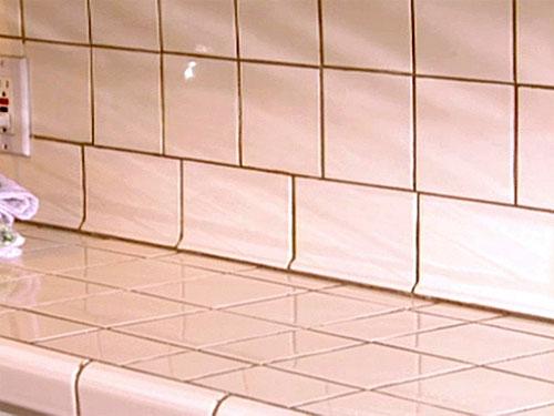 Обесцвечивание заливки раствора между плитками