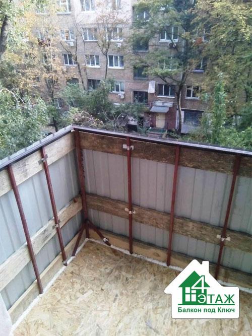 Расширение балконов - вынос по плите, остекление