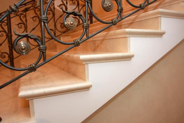 ступени из мрамора для лестниц
