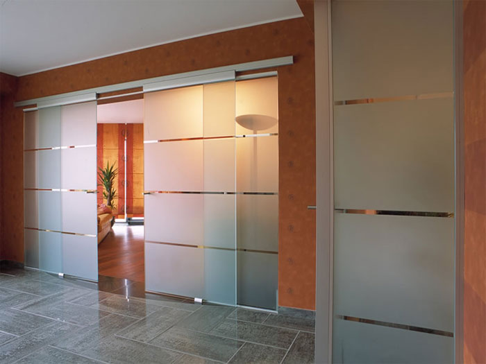 Стеклянные двери на заказ