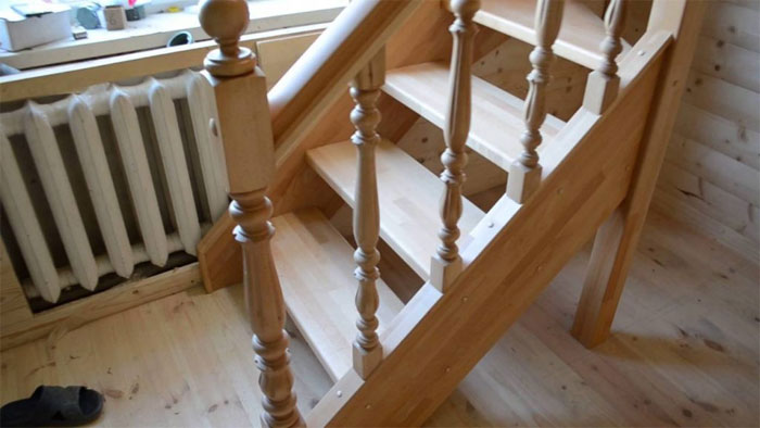 Деревянная лестница и правила ее оснащения