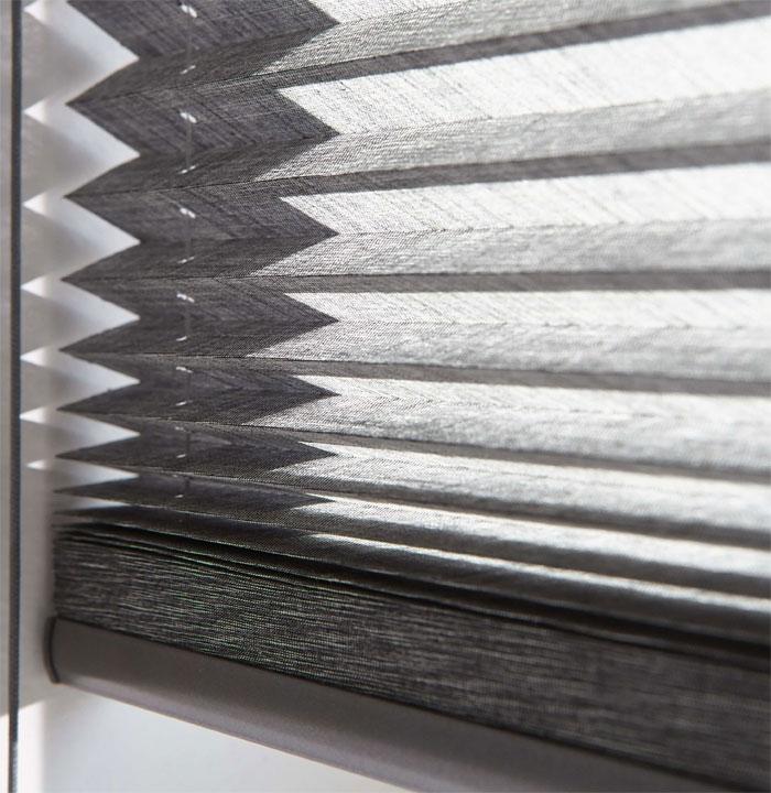Как выбрать шторы для окон сложной формы?