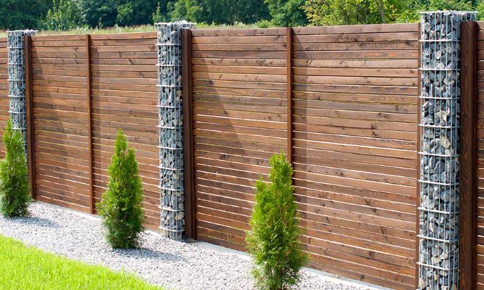 Возводим деревянный забор!
