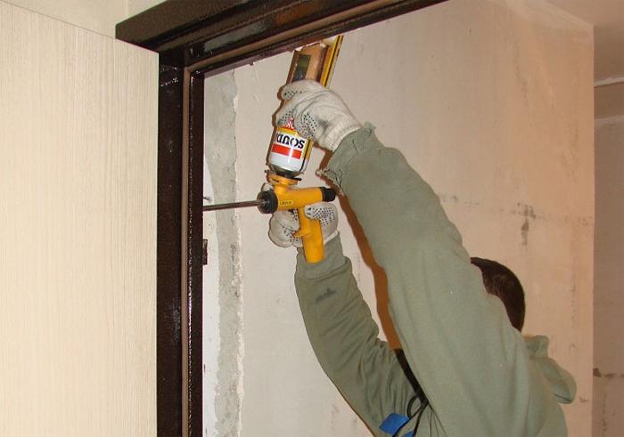 Как заменить входную дверь в квартиру