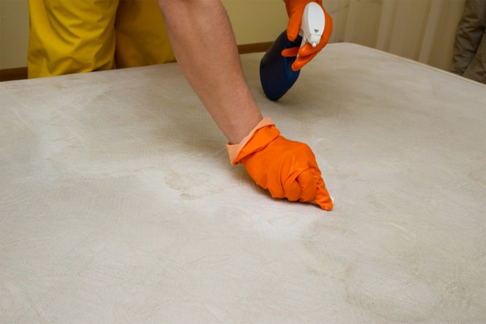 Как почистить поролоновый матрас в домашних условиях