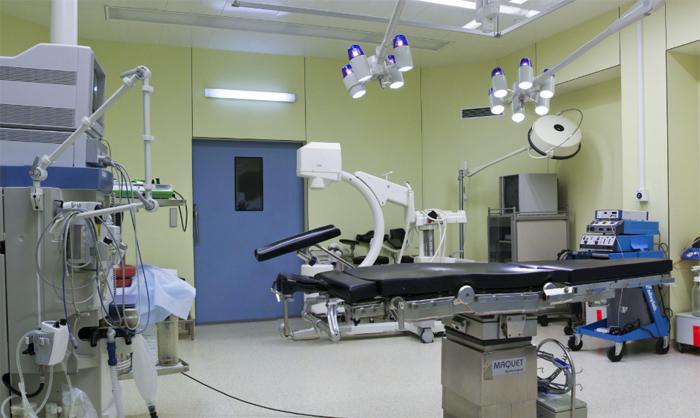 Двери для разных помещений больницы - какими они должны быть