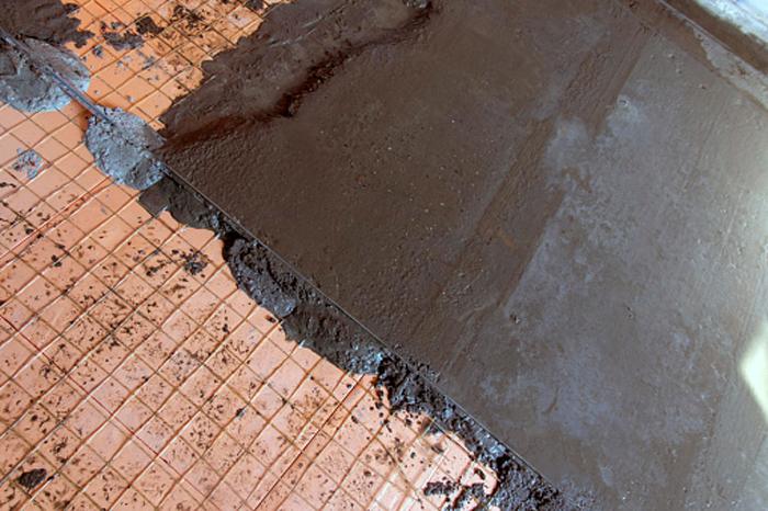Что такое полусухая цементно-песчаная стяжка